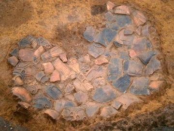浅間下遺跡:土器の破片を敷き詰めた遺構