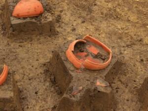 三竹遺跡:赤く色を塗った土師器の坏