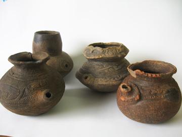 長竹遺跡:墓壙から出土した注口土器