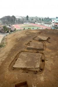 大木戸遺跡第13地点:台地の縁に並ぶ4基の方形周溝墓