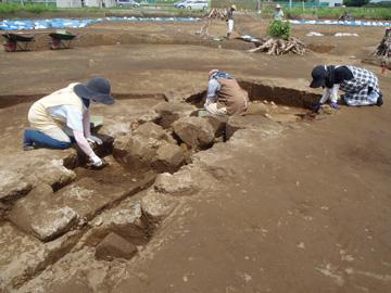 楽中遺跡:土壙から出土した深鉢形土器