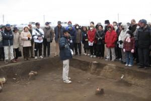 皿沼西遺跡:奈良時代の竪穴住居跡を説明
