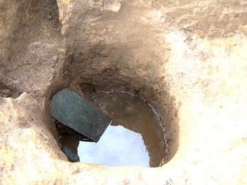 内郷遺跡:6枚の板碑が出土した井戸跡