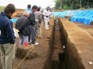 長竹遺跡:トレンチから発見された焼土