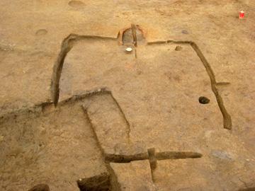 八條遺跡:北側にカマドをもつ第1号住居跡(平安時代)