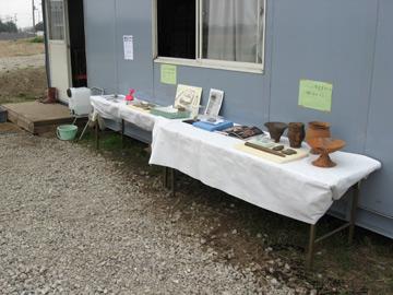 小林八束1遺跡:予出土した土器などを展示しました