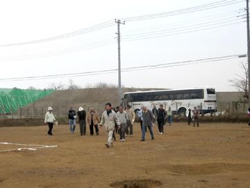 大平遺跡:バスでいらっしゃる団体も