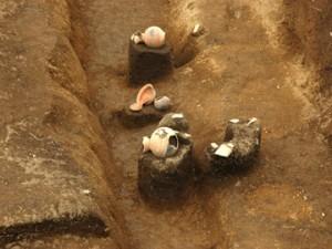 大木戸遺跡第13地点:周溝部から十数個体の土器が出土