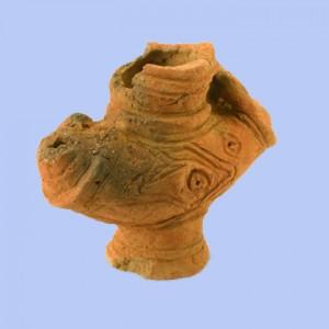 大木戸遺跡第13地点:異形注口土器(左側が注口部)