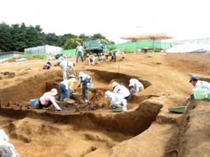 大山遺跡の発掘調査風景:製鉄炉が見つかった西側斜面の調査