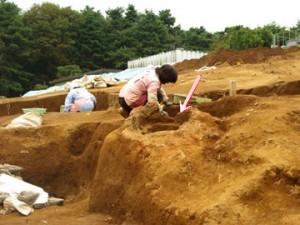 大山遺跡の製鉄炉(竪形炉):内径66㎝の円筒形をした粘土で作られた炉跡