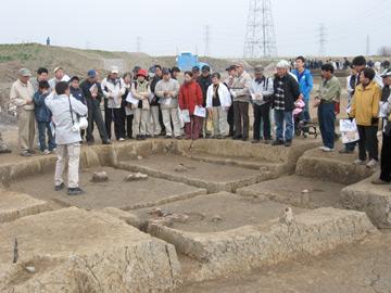 反町遺跡見学会:古墳時代の住居跡