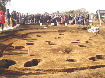 諏訪野遺跡:縄文時代中期の住居跡