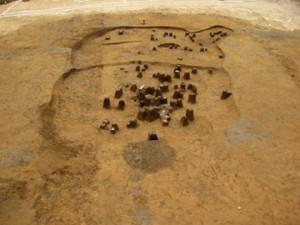 高木道下遺跡:重なり合って見つかった縄文時代中期と後期の住居跡
