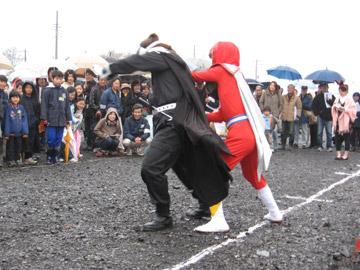 富田後遺跡:町のヒーロー「かわじマン」登場